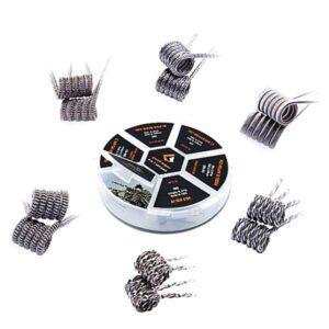 """GeekVape 20x 6 in 1 Coil Box Die GeekVape 6 in 1 Coil Box ist ein """"Must Have"""" für alle Liebhaber von PreBuilt Coils. Das Set besteht aus 20 PreBuilt Coils, welche aus unterschiedlichen Draht-Typen gewickelt sind. Daten Alien Coil N80 0.37 Ohm (28ga*3+32ga) Alpha Braid Ni80 0.32 Ohm (26ga+40ga*2(=)*16) Fused Clapton KA1/N80 0.38 Ohm (26ga*2(KA1)+36ga(N80) Clapton Helix Coil KA1/N80 0.36 Ohm (28ga(KA1)+38ga(N80)*2+26ga(KA1)*2 Clapception Coil KA1 0.58 Ohm (24ga+(28ga+38ga) Tidal Coil KA1 0.52 Ohm (30ga*2(twisted)+(0.2*0.8) Inhalt 2 x Alien Coil N80 0.37 Ohm 4 x Alpha Braid Ni80 0.32 Ohm 4 x Fused Clapton KA1/N80 0.38 Ohm 2 x Clapton Helix Coil KA1/N80 0.36 Ohm 2 x Clapception Coil KA1 0.58 Ohm 6 x Tidal Coil KA1 0.52 Ohm"""